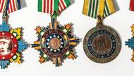When a writer finds four Chinese Nationalist medals laid out carefully on a Las Vegas street, he embarks on a search to find their owner.