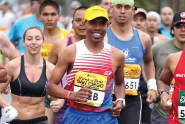 The elite athlete will be running as a pacer in the Rock 'n' Roll Las Vegas Marathon this weekend.