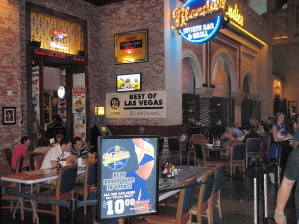 Blondieu0027s Sports Bar U0026 Grill