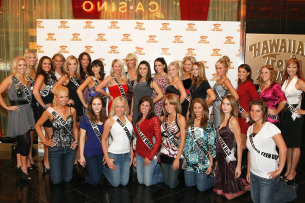 The competitors for Miss Nevada Teen 2009 pose at Hawaiian Tropic Zone on November 14.