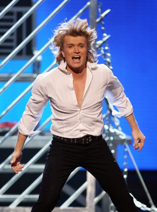 Hans Klok - boring magic, fascinating hair.