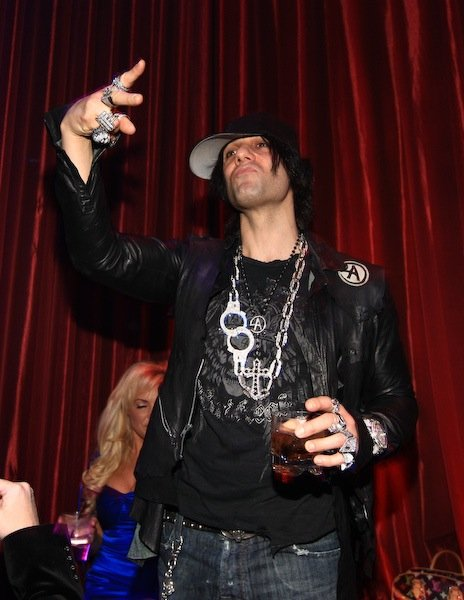 Criss Angel throwin' up ... the gang signs.