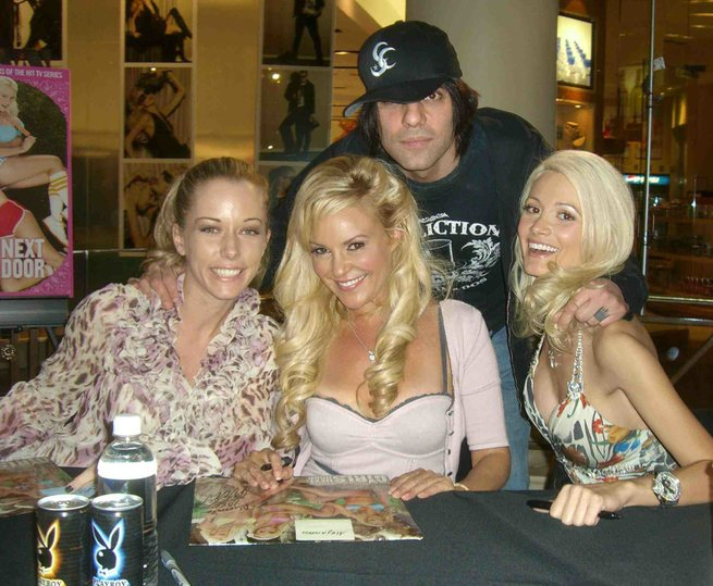 Can Holly madison kendra wilkinson girl next door confirm