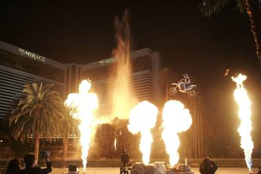 It was a last-minute call that literally held a life-and-death decision for stunt king Robbie Knievel -- and until now nobody knew about the behind-the-scenes drama of the successful jump he almost didn't make across The Mirage volcano.