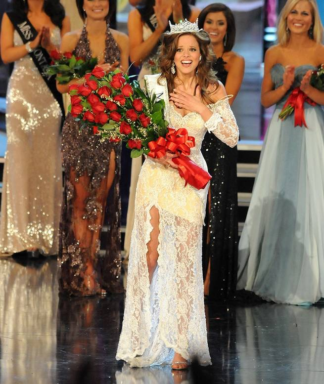 Katie Stam reacts to being crowned 2009 Miss America.