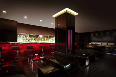 Palms Place's lobby bar, Rojo Lounge, aims to become the place to be with a new happy hour and live weekend entertainment helping its cause.
