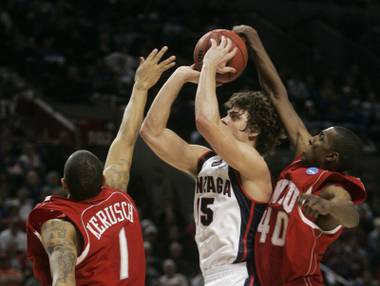 Gonzaga forward Matt Bouldin, center, shoots against Western Kentucky's Jeremy Evans, right, and Sergio Kerusch during the second half of their second-round men's NCAA college basketball tournament game in Portland, Ore., Saturday, March 21, 2009. Bouldin led Gonzaga in scoring with 20 points as they beat Western Kentucky 83-81.