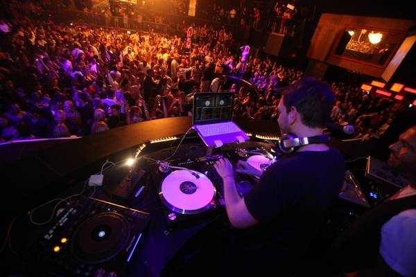 Dj Am Spins For A Packed House At Rain Nightclub