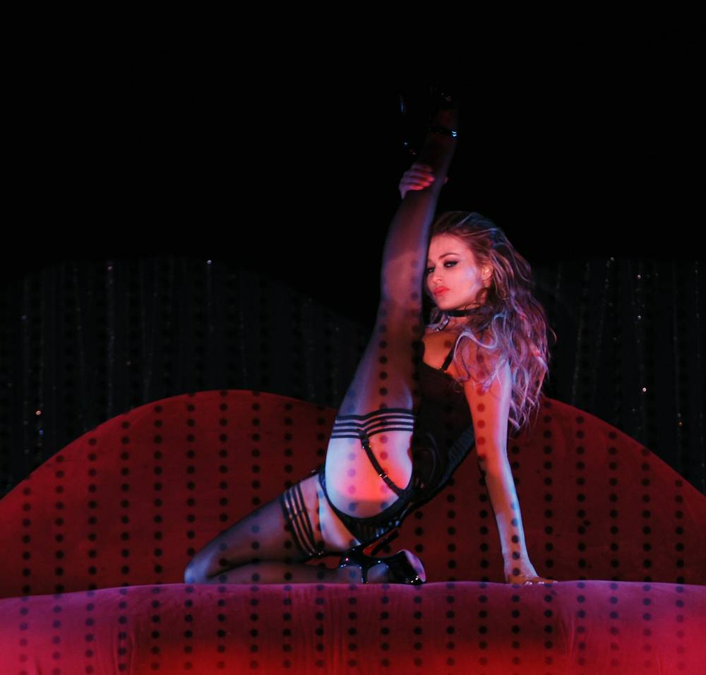 carmen electra books second stint at crazy horse las vegas weekly. Black Bedroom Furniture Sets. Home Design Ideas