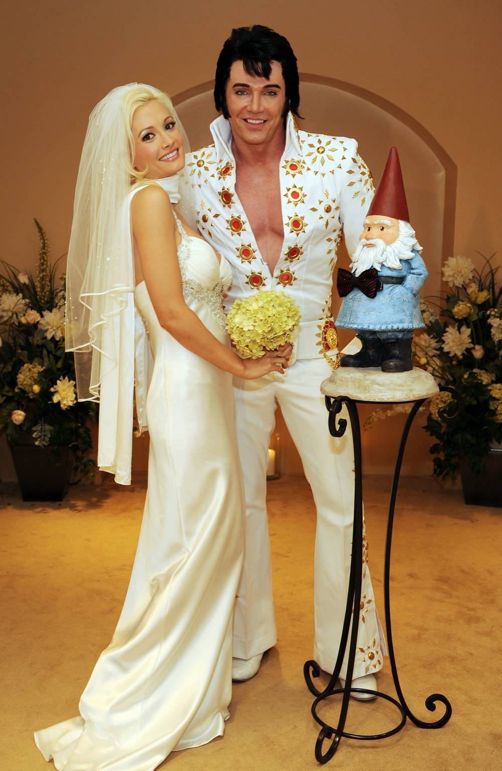 Only In Vegas Holly Madison An Elvis Presley Lookalike And The Travelocity Gnome