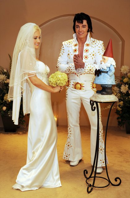 Holly Madison Wedding.Holly Gets Hitched At Planet Hollywood Las Vegas Weekly