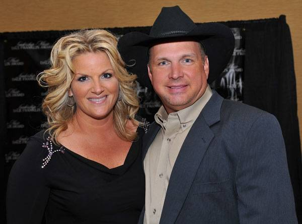 Trisha Yearwood and Garth Brooks.