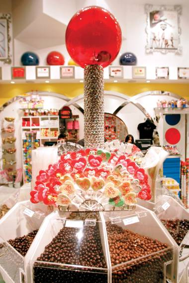 At Sugar Factory, a supersized Couture Pop suggests that size matters.