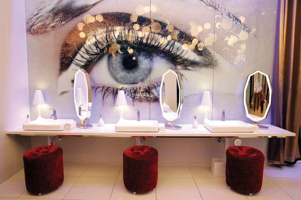Las vegas 39 top five nightclub bathrooms las vegas weekly for Best bathrooms vegas