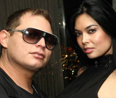 Producer Scott Storch and porn star Tera Patrick get a little closer in Las Vegas.