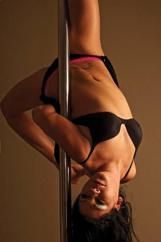 Stripper trying to come down on his pole