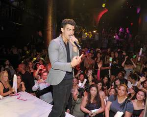Joe Jonas Celebrates 22nd Birthday at Haze