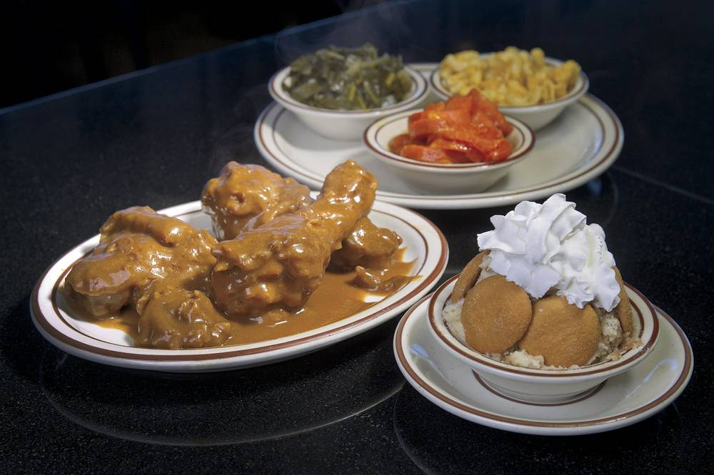 M M Still Dishing Out Comforting Southern Cuisine Las Vegas Weekly