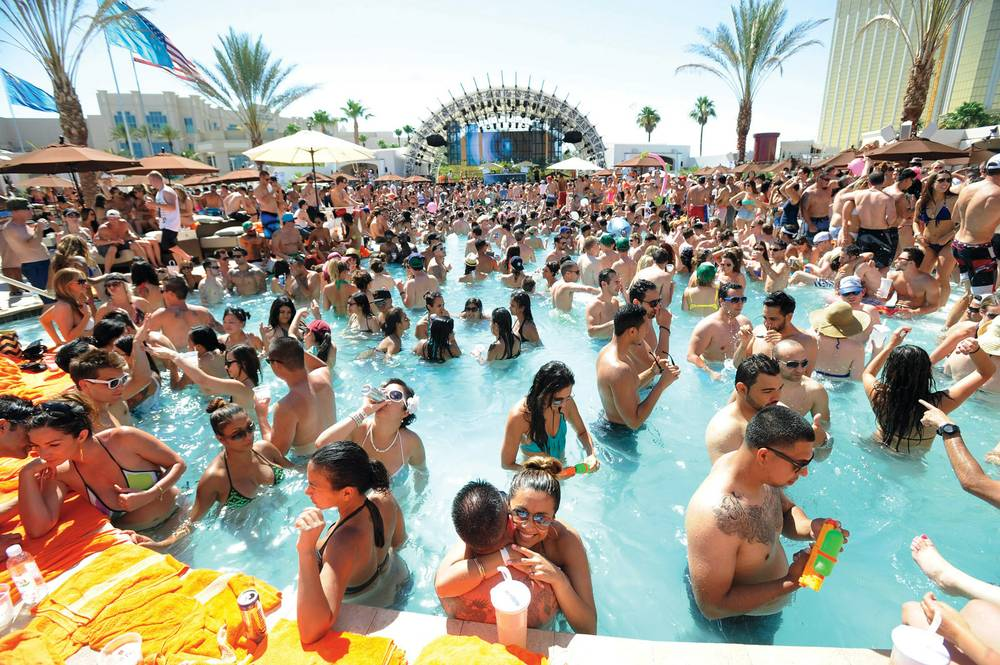New party pool Daylight offers eye candy—and free water! - Las Vegas Weekly