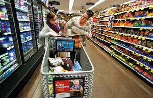 Jenny Stiles shops with her mother, Karen, for her strict kidney diet.
