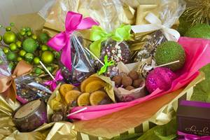 Grab a holiday gift basket at Chocolate & Spice while your kid decorates cookies.