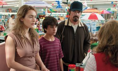 Kate Winslet, Gattlin Griffith and Josh Brolin bond over groceries in Labor Day.