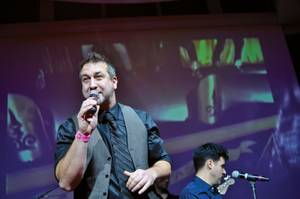 Yup, that's former 'N Sync-er Joey Fatone on the mic at <em>Stifler</em>.