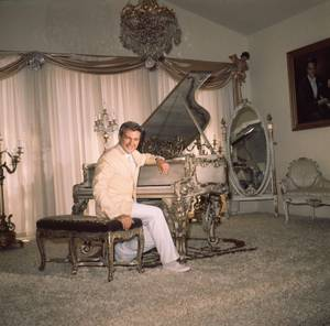 Liberace in his California home in 1961.