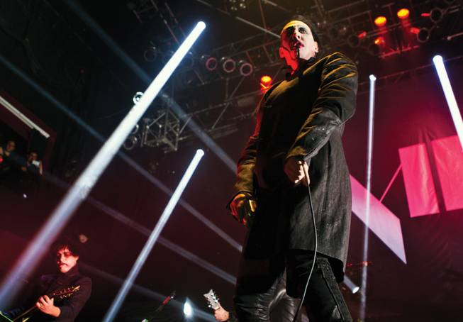 Marilyn Manson Hurt Onstage In Ny Cancels Oct Tour Shows Las