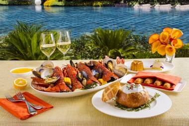 Hustle to Wynn's seafood restaurant for a special dinner experience available for a limited time.