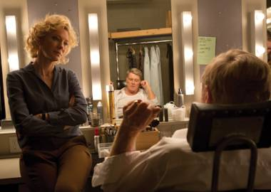 Cate Blanchett as 60 Minutes producer Mary Mapes and Robert Redford as CBS newscaster Dan Rather in Truth.