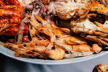 Behold, the seafood splendor at Rio's buffet. You can now get it as part of a combo experience: Carnival World & Seafood Buffet.