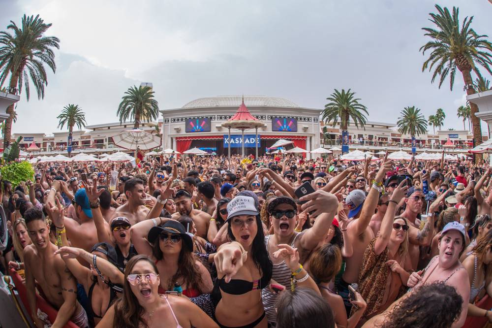 Grab A Cabana At Encore Beach Club For Labor Day Weekend