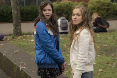 The Edge of Seventeen makes teen-movie clichés feel fresh again.