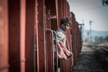 In 1986, a 5-year-old Indian boy named Saroo fell asleep on a decommissioned railway car and found himself 1,000 miles from home.