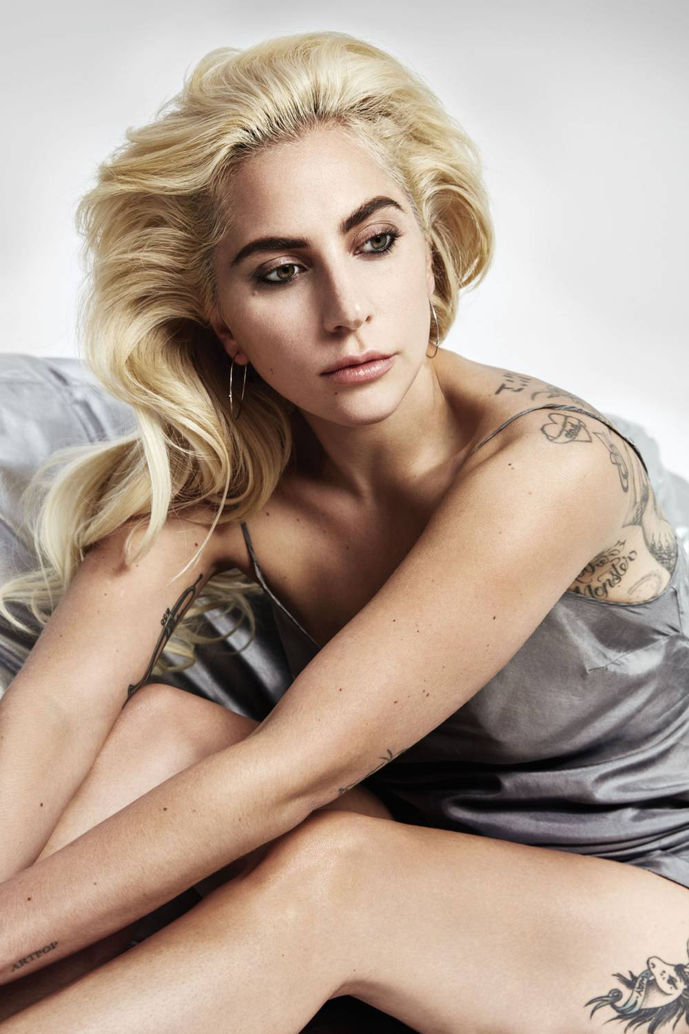 Lady Gaga closes the curtain on 2016 with sophistication ... Lady Gaga