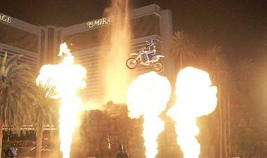 Daredevil motorcyclist Robbie Knievel successfully completed a New Year's Eve stunt at the iconic Mirage volcano Wednesday night.